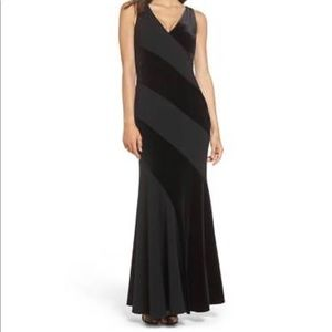 NWOT Vince Camuto v-neck mermaid gown